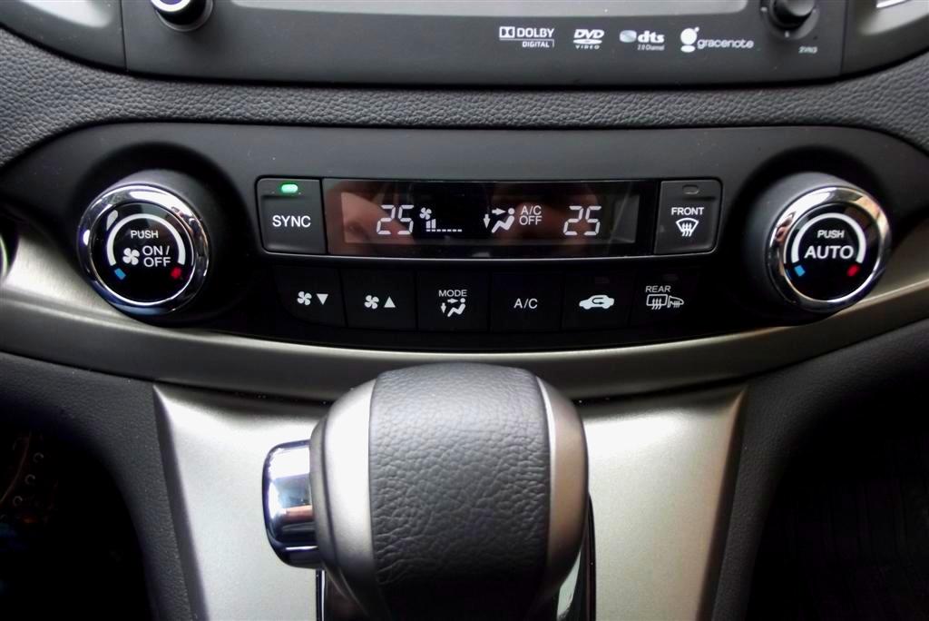 Sistemul de climatizare cu comanda dubla este simplu, intuitiv si foarte eficient