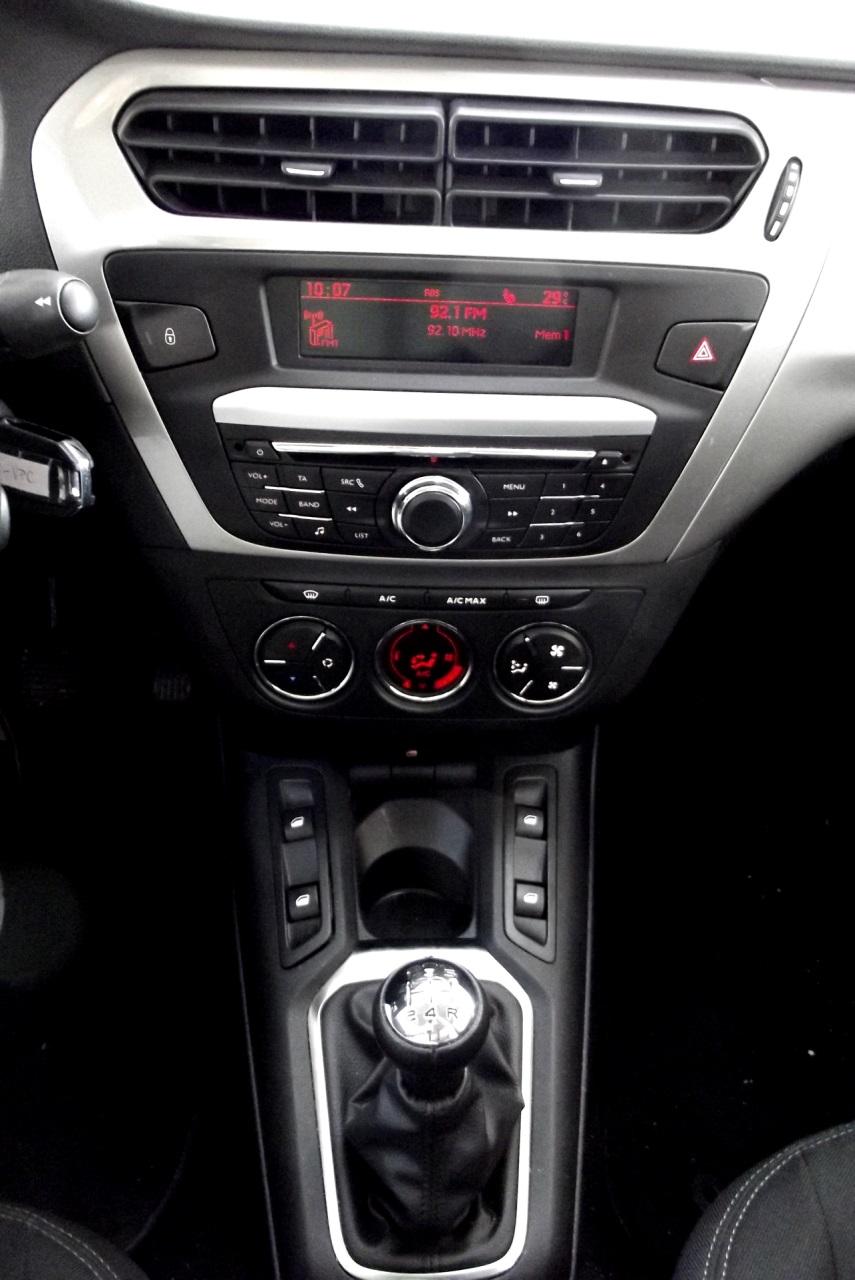 Consola centrala este ergonomica si placuta la atingere