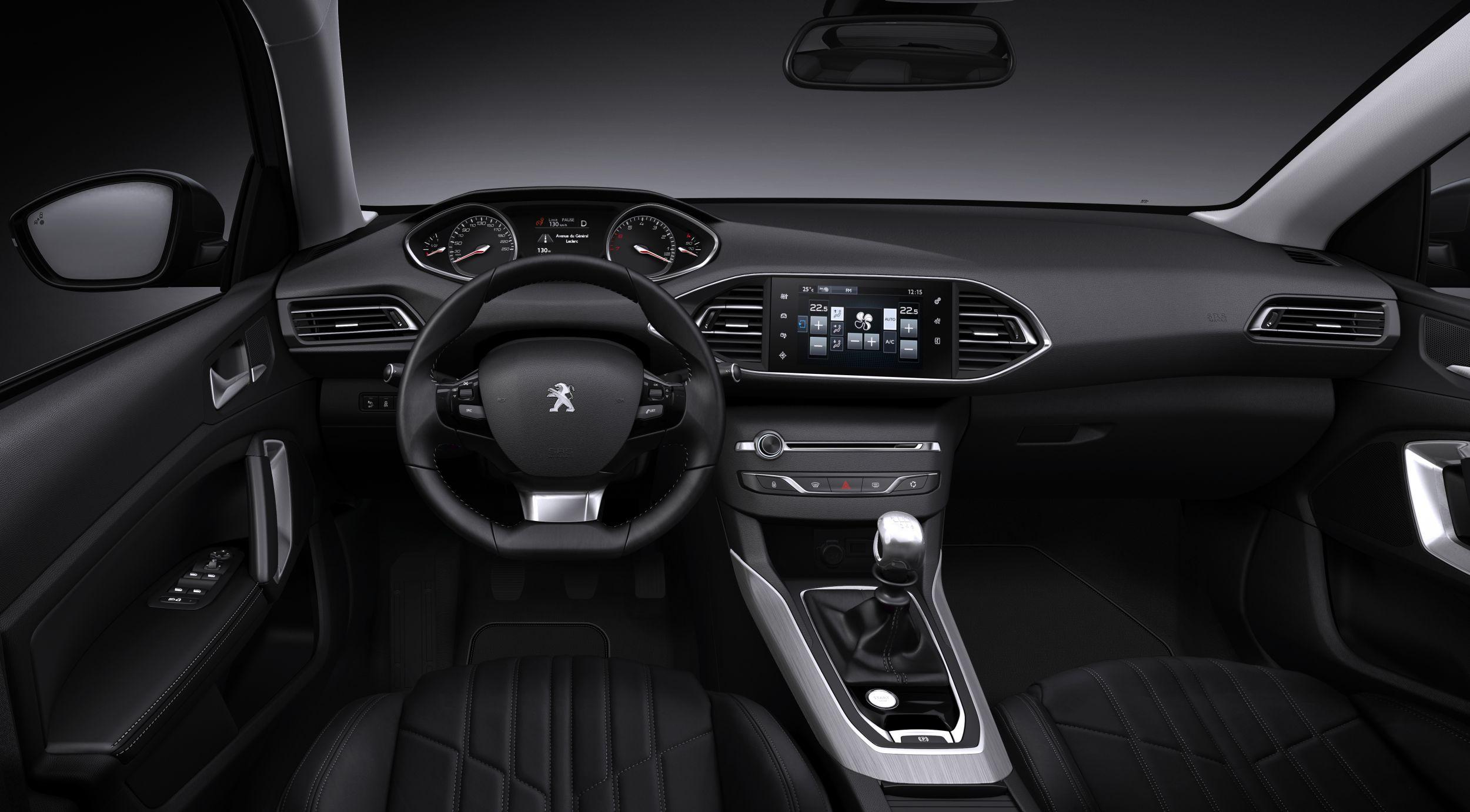 Interiorul noului Peugeot 308 aduce o noua abordare in domeniul ergonomiei habitaclului