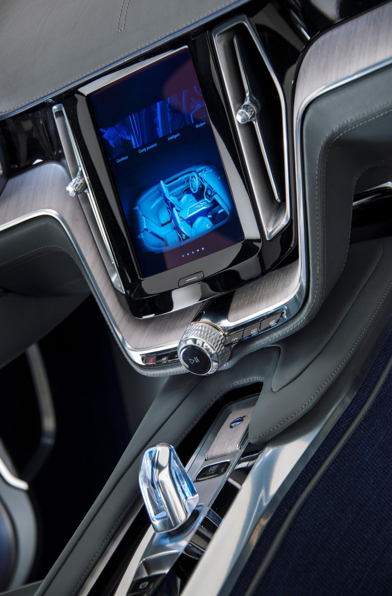 Consola centrala controleaza toate sistemele auxiliare ale masinii