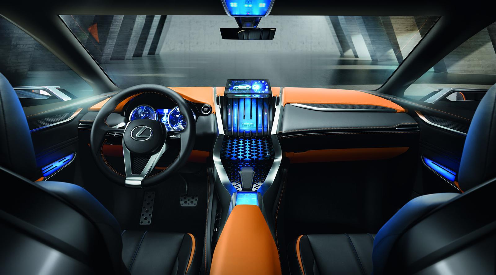 Interior futurist si minimalist, care pastreaza joystick-ul actual pentru comanda consolei