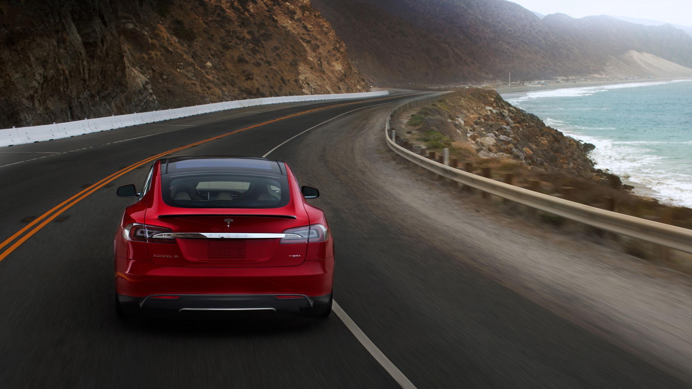 Cu un sprint de la 0 la 100 km/h ce dureaza numai 4,7 secunde, acesta este unul dintre cele mai admirate unghiuri ale lui Tesla Model S