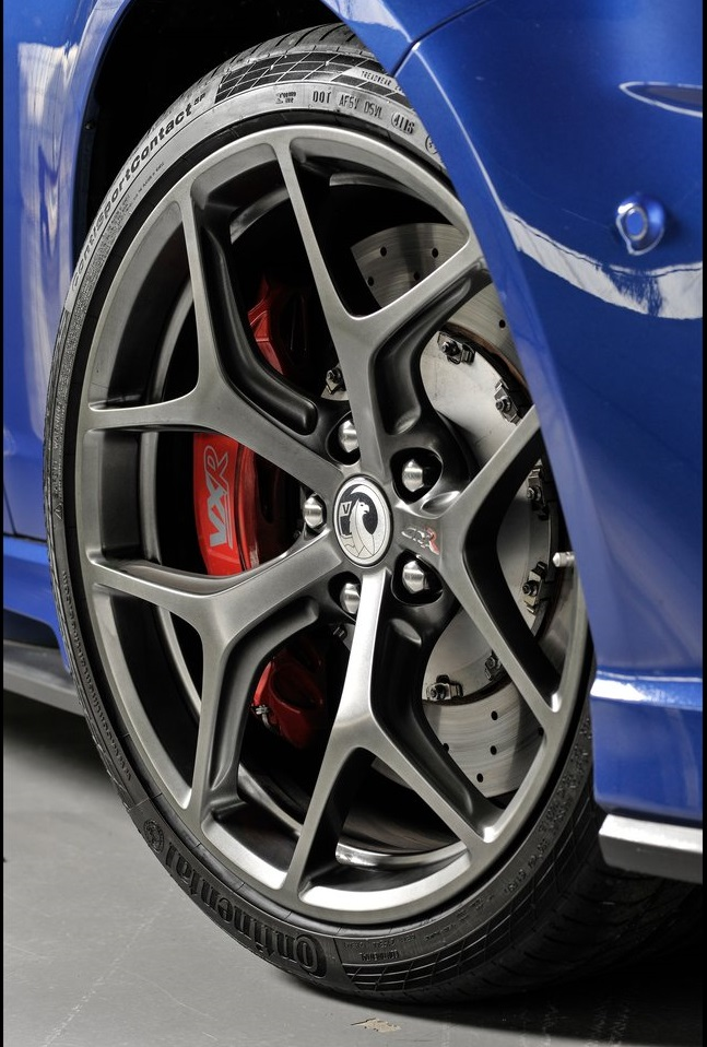 Vauxhall-VXR8_GTS-R_05