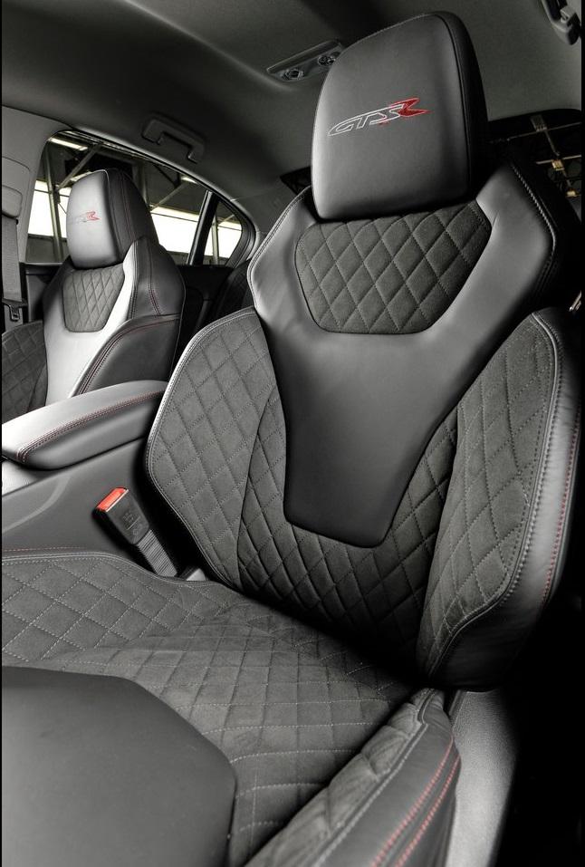 Vauxhall-VXR8_GTS-R_06